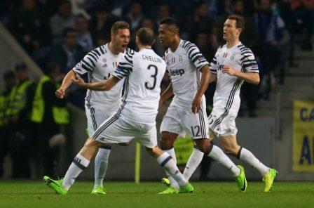 Champions League, primo round alla Juve 5 stelle, segnano Pjaca e Alves